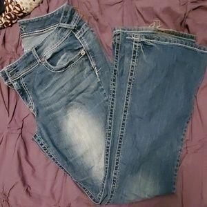 Vanity flap pocket curvy jeans